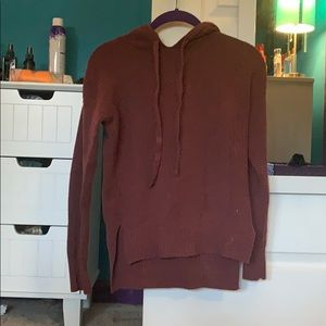 maroon light sweatshirt
